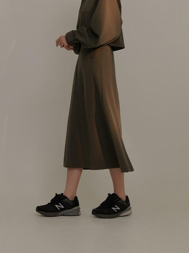 斜釦式西裝A字裙